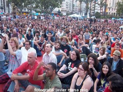 la multitud errante spanish b01lfv34k0 multitud de gente en la spanish revolution acada valencia en la plaza