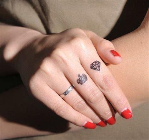 30 id 233 es magnifiques de tatouage doigt d 233 licat et original