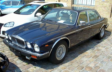 file jaguar xj mark i series iii jpg wikimedia commons