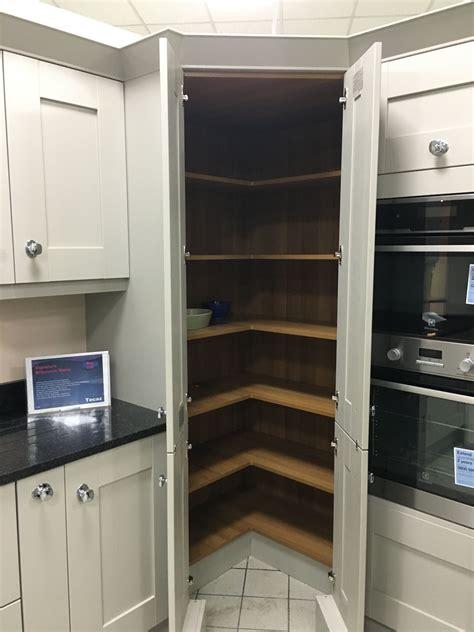 great corner pantry     simple kitchen