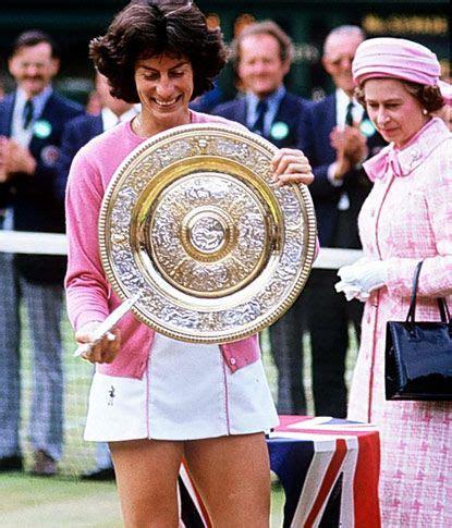 Evert Cardi virginia wade with the wimbledon 1977 for tennis virginia wade