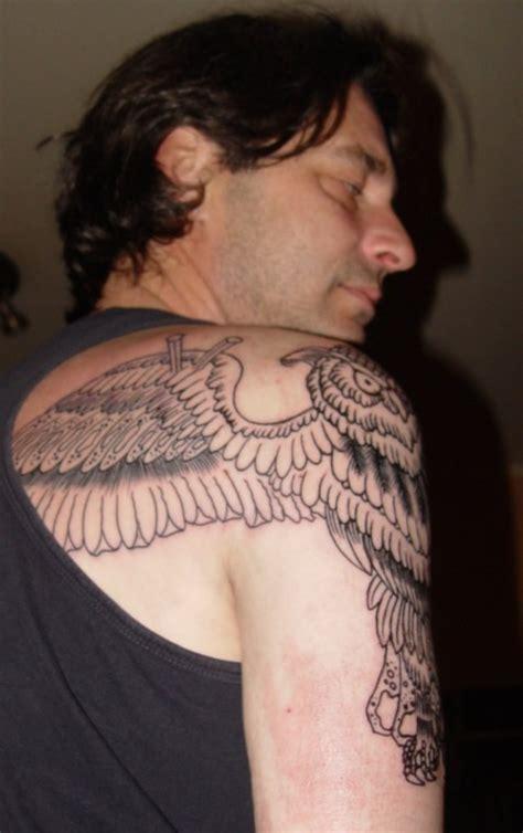 35 Graceful Wings Shoulder Tattoos Shoulder And Back Tattoos For Guys