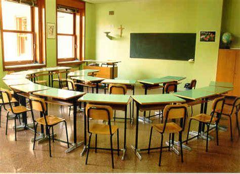 banchi di scuola chiavari maestra legata e imbavagliata nello spogliatoio