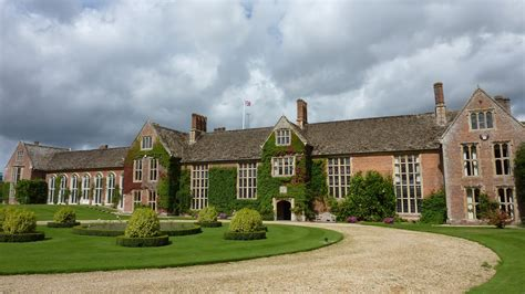 4 Bedroom Housing by Haunted Wiltshire Littlecote House