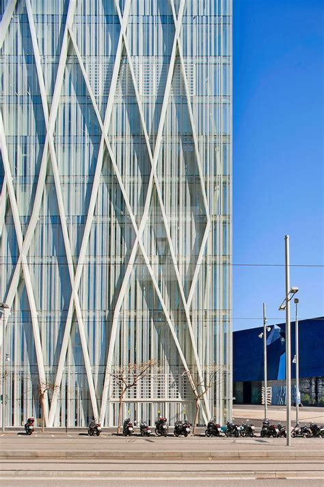 curtain wall facade long white steel lines climb zigzagging zero zero tower