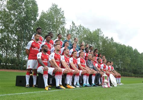arsenal squad 2017 18 pictures arsenal first team s official photoshoot for