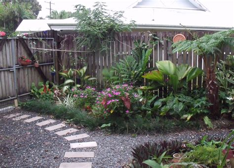 Small Yard Landscaping Design Corner 10 Ways To Dress Up Your Corner Yard Home Owner Buff