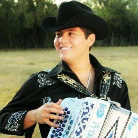 imagenes de remmy valenzuela desmienten supuesta muerte del cantante remmy valenzuela