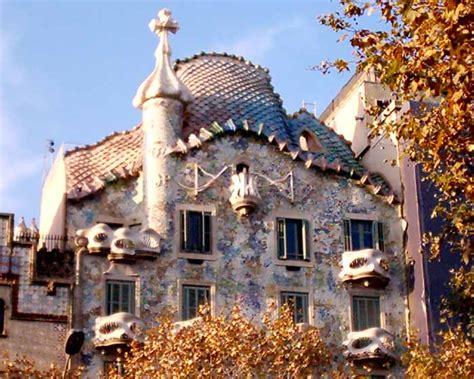 casa batlo gaudi building barcelona  architect