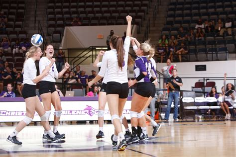 College Basketball Letterwinner Abilene Christian Athletics Loerch Delivers 16 Kill Dig In Loss To