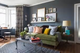 bild wohnzimmer welche wandfarbe passt zu einer senfgr 252 nen roomido