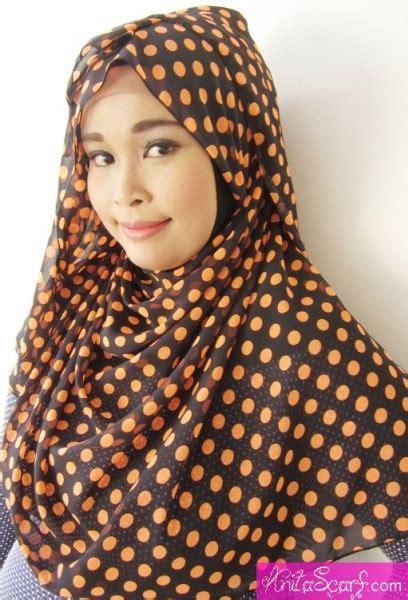 tutorial hijab pashmina motif polkadot 10 pashmina cantik dengan motif polkadot tutorial