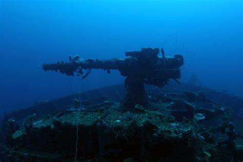 chuuk lagoon   largest graveyard  ships