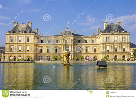 boulay frankreich senate and the jardin du luxembourg stock photo