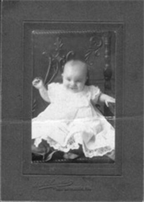 biography of helen keller in 100 words a biography of helen keller essay free essays phdessay com