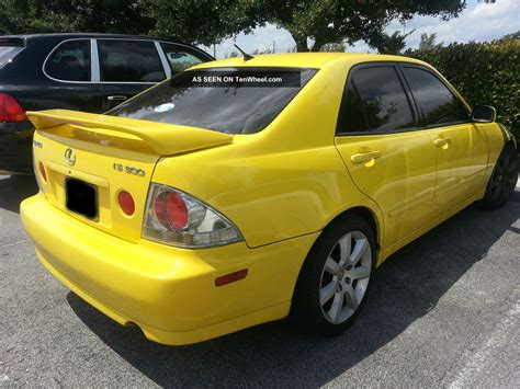 lexus yellow yellow 2002 lexus is300 base sedan 4 door 3 0l