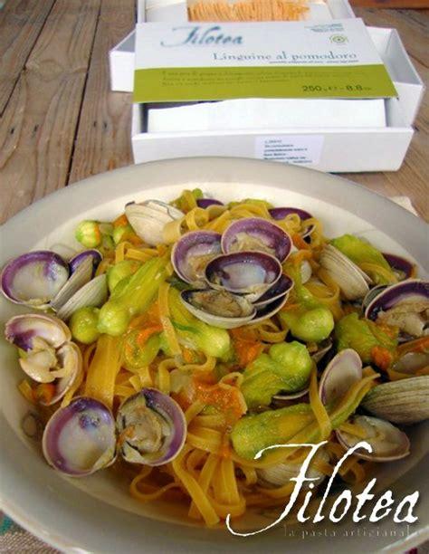 fiori di zucca e vongole linguine al pomodoro con vongole e fiori di zucca