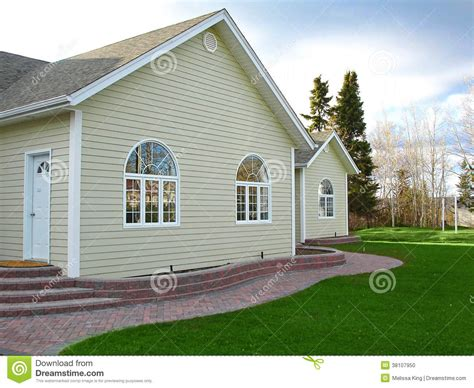 curved sidewalk in front of side entry garage love it nuevo hogar con las ventanas del paseo y del arco del