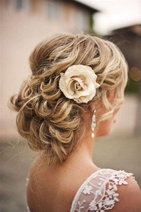 Blumen Frisur Hochzeit by Hochzeit Frisur Mit Blumen Haar Knoten Brautfrisuren