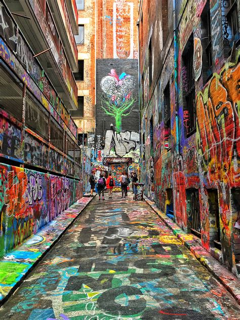 libro graffiti world street art meet the nominees the t l modern wonders of the world photo contest street art street and