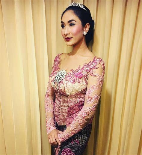 Kebaya Cantik 10 10 gaya happy salma pakai kebaya cantik dan elegan