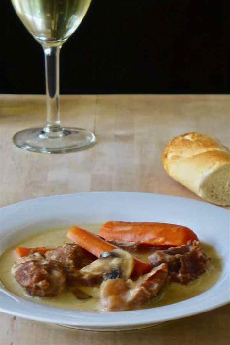 cuisiner une blanquette de veau blanquette de veau recette traditionnelle fran 231 aise
