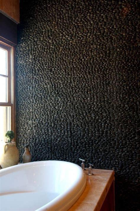 Formidable Meilleur Couleur Pour Salle De Bain #1: salle-de-bain-douche-italienne-galet-noir-carrelage-beige-dans-la-salle-de-bain.jpg