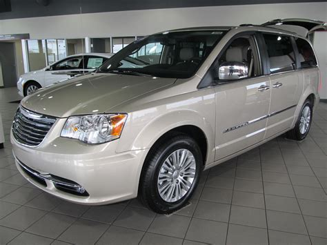 2015 chrysler jeep the 2015 chrysler town country everything you need