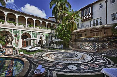 Versace House South by Versace Mansion Will End Up At Bankruptcy Auction