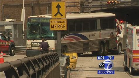 lincoln tunnel closed today 31 hurt after in lincoln tunnel center