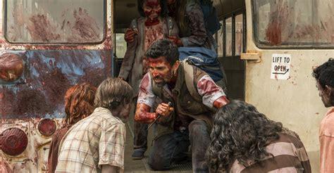 bioskopkeren fear the walking dead ratings amc s fear the walking dead rises this week