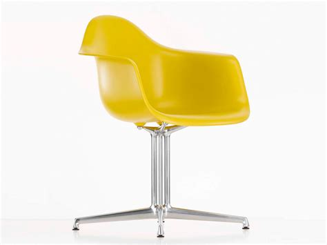 eames plastic armchair buy the vitra dal eames plastic armchair at nest co uk