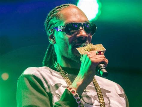 Snoop Dogg Held Overnight In Sweden by Snoop Dogg Claims He Was Racially Profiled After Drugs
