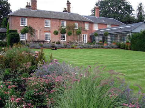 middleton house a look at the middleton family s bucklebury home garden