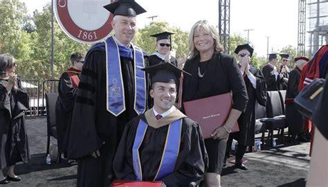 Marty O Connor Mba by M 227 E Recebe Diploma Por Ajudar O Filho Tetrapl 233 Gico A Se