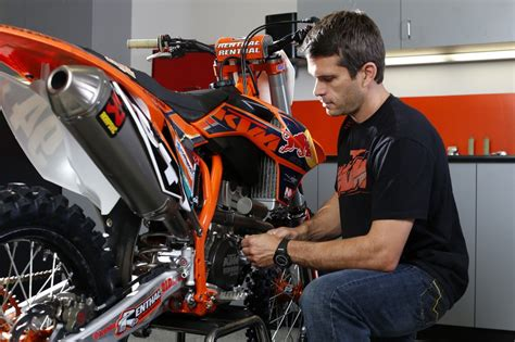Ktm Mechanic Every Fast Rider Ktm