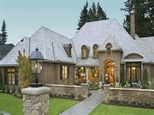 cottage style single story home exterior country