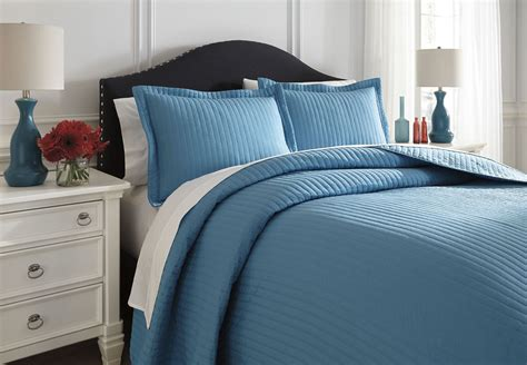 turquoise comforter queen set raleda turquoise queen comforter set from ashley q495003q