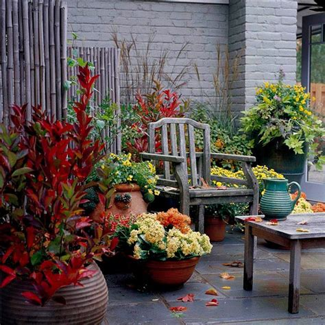 55 cozy fall patio decorating ideas digsdigs - Fall Patio Decor