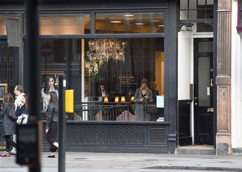 Salon Review Paul Edmonds Knightsbridge by Margot Robbie Back To Roots As Shes Pictured At