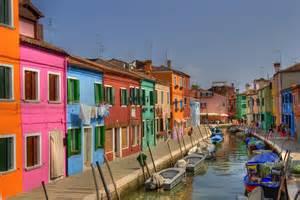 venice homes island of burano venice brightly colored homes