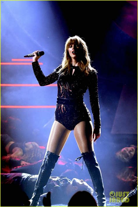 taylor swift i did something bad ama 2018 full video taylor swift in balmain american music awards 2018