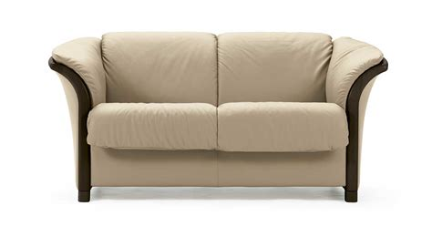 loveseat couch circle furniture stressless manhattan loveseat ekornes