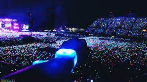 coldplay lights coldplay wristbands light up audiences on a of