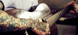 tattoo couples gif gif hot guitar ink tattoo guy guy tattoo tattoo couple