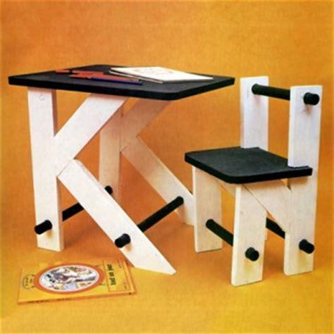 fabriquer un bureau pour enfant construire un bureau d enfant en bois