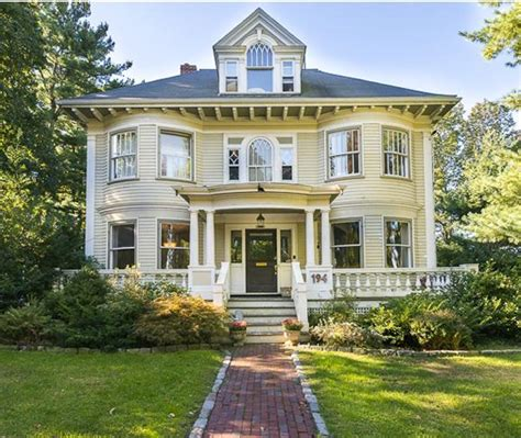 colonial style homes classic americana of past and