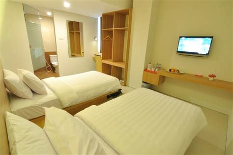 tickle room superior room bed picture of tickle hotel yogyakarta tripadvisor