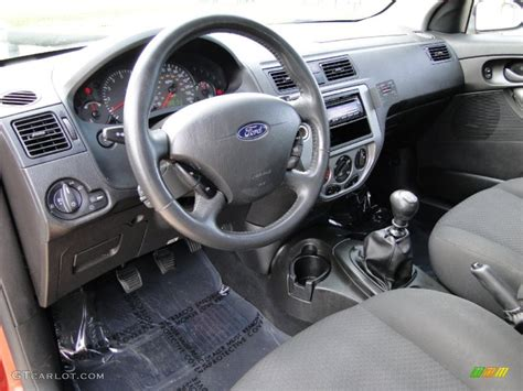 charcoal charcoal interior 2005 ford focus zx5 se