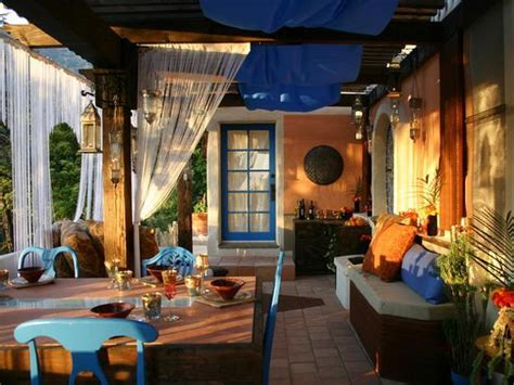 backyard room ideas how to use orange and blue color schemes for modern